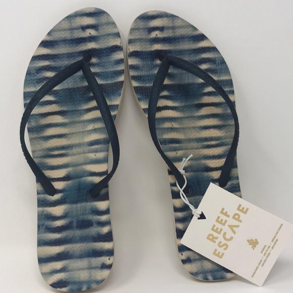 747463b4ed1a Reef women s escape lux print sandal size 7